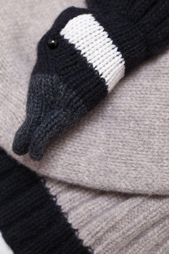 Sjaal is de grote door haar hoge kwaliteit en zachte wol zeer comfortabel om te dragen. Er is een sterke clip, die ook als een sluis in de snavel van de wilde gans fungeert. De stal is verkrijgbaar in beige met ingelegde zwarte strepen en variatie met een gradiënt van bleke grijs naar antrazit. (zie fotos) Hij is van 100% lamsvacht sjaal en kan met de hand gewassen worden. De glazen ogen worden vervaardigd in een Duitse workshop.  Lengte 175 cm Breedte 40 cm  De gebruikte materialen 100%…