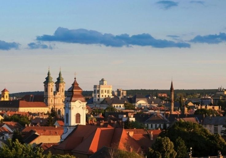 Eger is mainly known for its castle, thermal baths, historic buildings - including the northernmost Turkish minaret - and, above all else, Eger Bull's Blood which is the best Hungarian wine. Come and discover Eger with Tourboks!