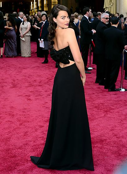 Margot Robbie tuned into her darker side with a black Gucci gown and dark red lipstick - 2014 Oscars