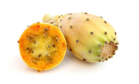 EL HIGO PICO DE NUESTRA TIERRA CANARIA El higo pico llamado también higo chumbo, tuno, nopal o higo de indias, es un fruto de la planta llamada tunera, chumbera o penca… http://tierra-isleña.com/el-higo-pico-de-nuestra-tierra/