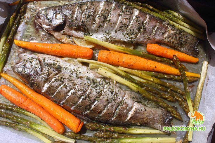 Fűszeres sült pisztráng roppanós zöldségekkel – Paleo konyha