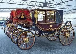 儀装馬車3号  昭和3年製  座馭式(ザギョシキ)2頭立。 溜塗に金の装飾。
