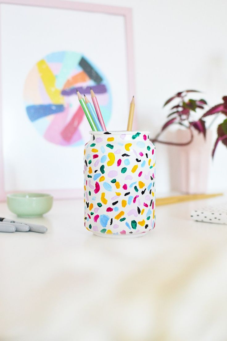 DIY : With the terrazzo trend on rise, learn how to emulate it and make a colorful terrazzo pencil holder just under 15 minutes