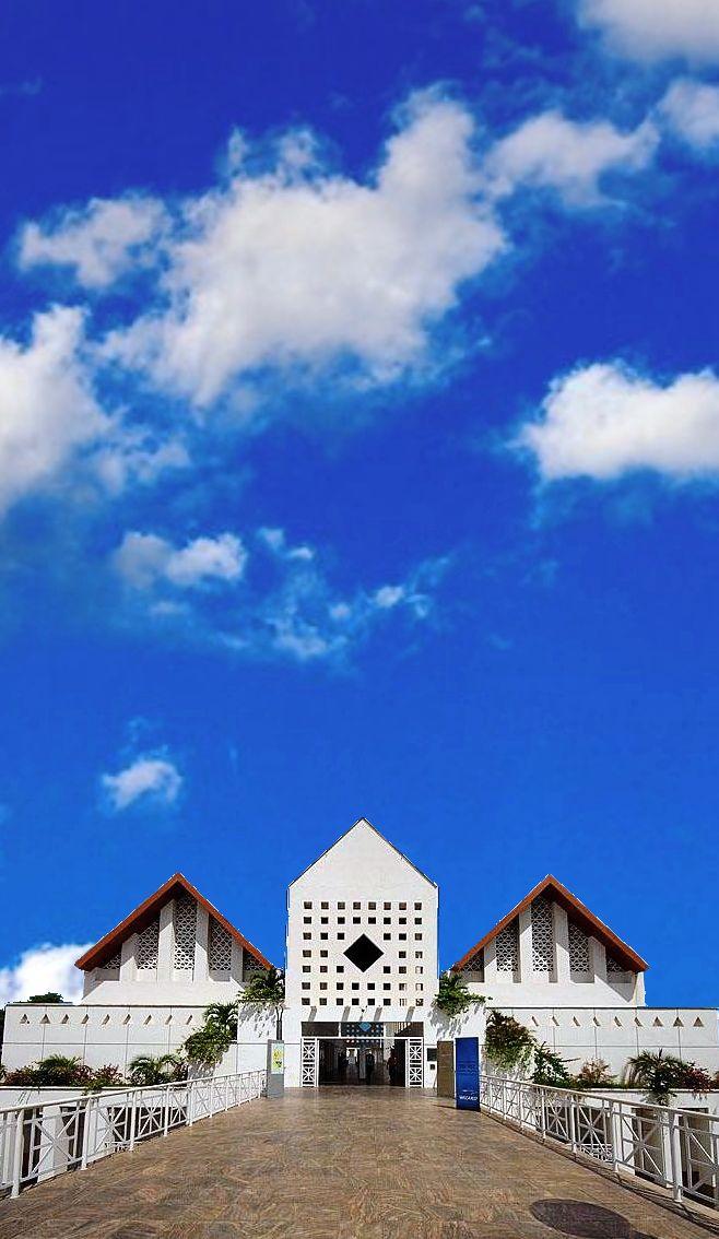 O Centro Cultural Dragão do Mar de Arte e Cultura é um centro cultural, um espaço de cultura e lazer da cidade de Fortaleza, Ceará (localizado à Rua Dragão-do-mar, 81 - Praia de Iracema). Nele são realizados eventos artísticos de nível internacional, bem como serve de espaço para as manifestações culturais diversas.