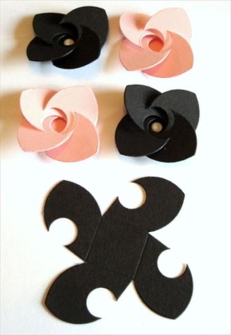 fleur en papier + perle (patron)
