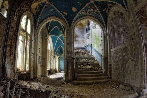 Chateau Fairytale Innsiden av et av de mest kjente forlatte slott i Belgia kalt…