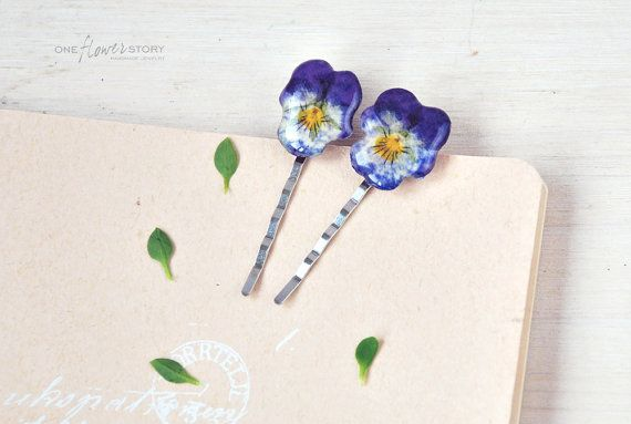 Real pansy Hair Clip Bobby Pin with real flower por OneFlowerStory