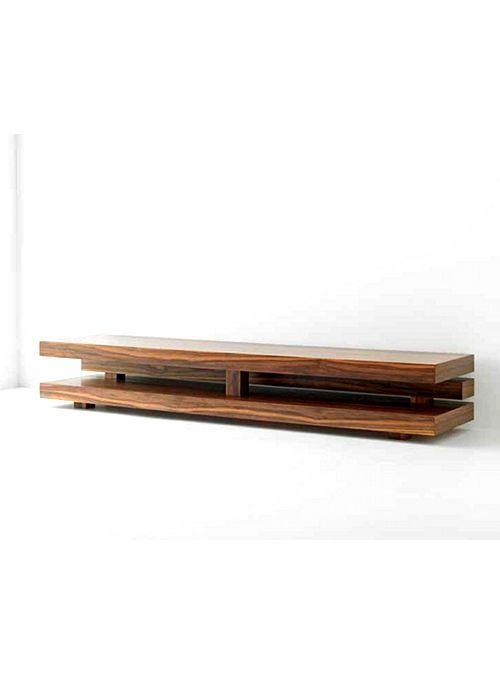 La naturale bellezza e semplicità del legno, rendono il mobile porta TV Tabula, una piccola opera d'arte. Un mobile porta TV di design, realizzato intermente in legno massello di castagno italiano.  Possiamo realizzarlo su misura basta fare la domanda sul prodotto da questa pagina, con la funzione FAI UNA DOMANDA SU QUESTO PRODOTTO  La foto è indicativa, lavorando artigianalmente ogni tavolo a