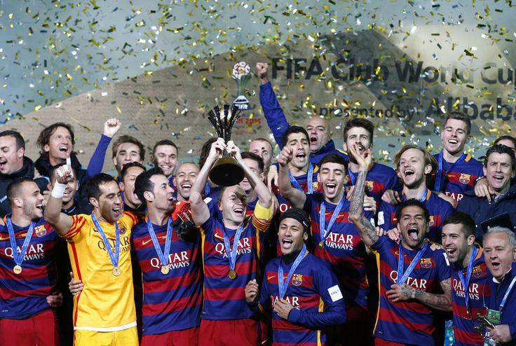 El FC Barcelona guanya el River Plate (3-0) amb un gol de Messi i dos de Suárez i es proclama Campió del Món per tercera vegada en la història Els blaugrana tanquen l'any conquerint cinc dels sis títols possibles