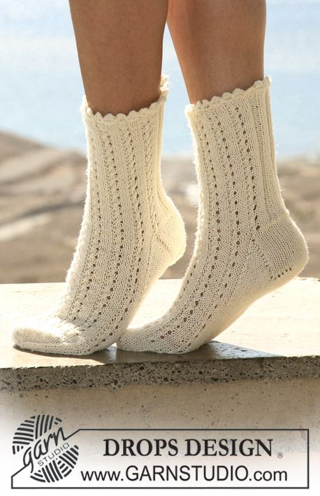 "DROPS socks in lace pattern with crochet picot border in ""Fabel. ~ DROPS Design"