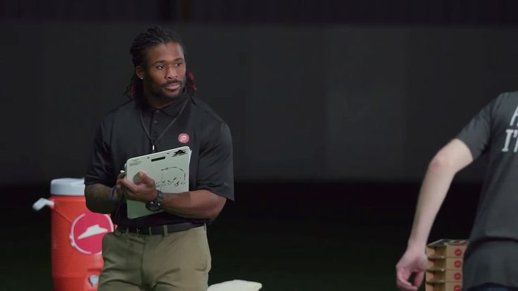 AbanCommercials: Pizza Hut TV Commercial  • Pizza Hut advertsiment  • Big Game Training with DeAngelo Williams: Yard Dash • Pizza Hut Big Game Training with DeAngelo Williams: Yard Dash TV commercial • DeAngelo Williams, football pro and former Pizza Hut team member is making sure we're ready for the big game with his yard dash skills. Pre-order for the big game.