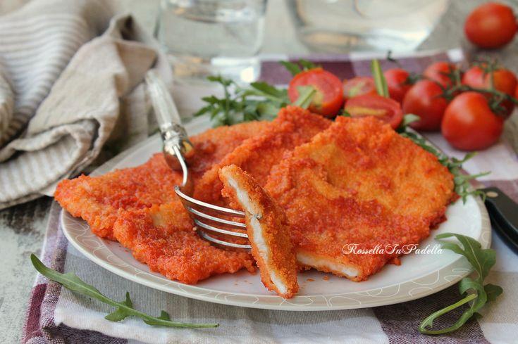 Le cotolette rosse di pollo è un gustosissimo secondo adatto a tutta la famiglia.Sfiziosa la panatura al pomodoro, morbidissima la carne. Ricetta economica.