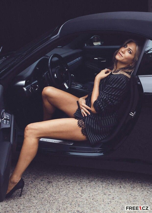 Jennifer Aniston | 04 - Luscious Legs Getting Out of Cars
