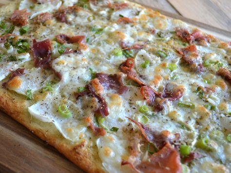 Duizenden1dag: Witte pizza met koolrabi, pesto, serranoham en mozzarella