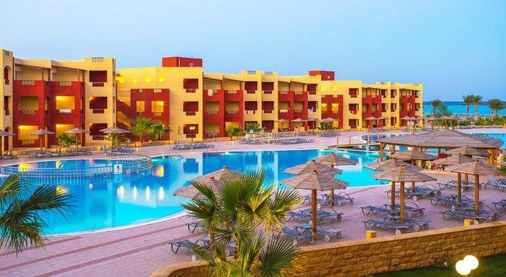 #Отель Royal Tulip Beach Resort расположен на курорте Порт-Галиб, в 6 км от города Марса-эль-Алам, на 1 береговой линии. Пляж коралловый, длинной 370 метров. К услугам гостей отеля Royal Tulip Beach Resort бассейн, спа-центр. В баре отеля можно освежиться прохладительным напитком.   Номера отеля оснащены телевизором, ванной комнатой, мини-баром, сейфом и балконом. Номера с видом на море, горы и бассейн. #море  Стойка регистрации работает круглосуточно. В отеле открыты парикмахерская...