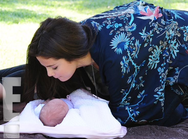 Kisses! from Selena Gomez and Baby Sister Gracie Elliot: First Look! | E! Online