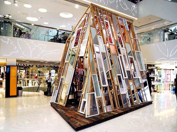 The MOMO Shop is a pop-up shop like no other. Inspired by the spirit of the young generation, the shop sprouted up in the atrium of a busy shopping mall in Hong Kong. Designed by Andy Tong, the glass-encased shop is made entirely from recycled materials.