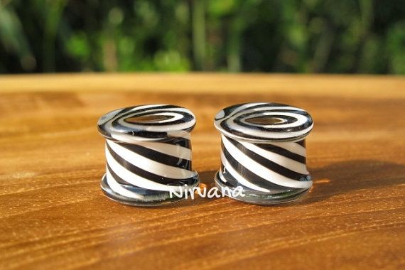 Black & White Illusion Tunnel Glass Plugs 6g by NirvanaGlassMods