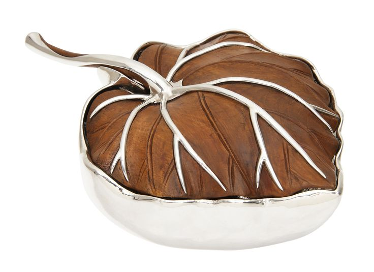 The Sterling silver bowl is designed and created perfectly to add a luxurious touch for its wooden leaf lid which has silver leaf stem thoughtfully decorated to avoid breakage of the handle and to enhance beauty of the wooden leaf. It took 4 craftsmen more than 3 months to finish this piece.