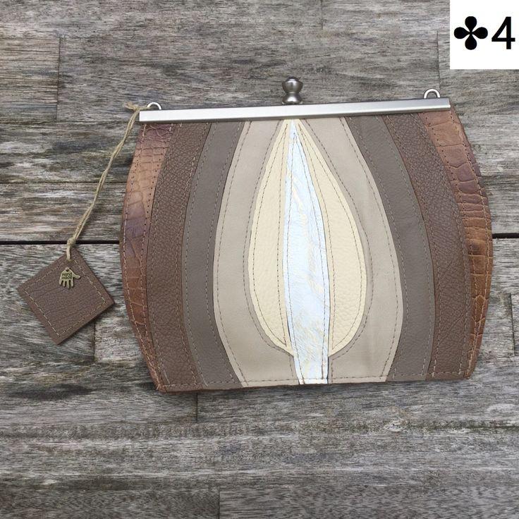 Het Make-up tasje is een exclusieve handgemaakte tas voor €34,-. Elke tas is gemaakt van leder en imitatieleer. Van iedere uitvoering is er maar 1. De voering is van jute met gouddraad. Het Make-up tasje is afsluitbaar met een portemonneesluiting en er wo