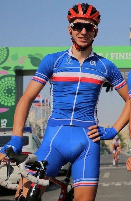shot-cyclist-big-bulge-in-lycra-bouncy-titties