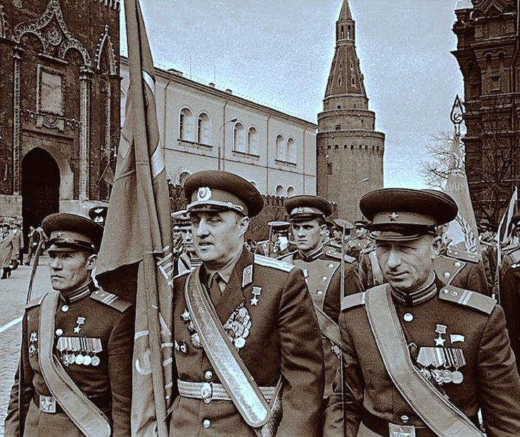 Прошло 20 лет и 9 мая 1965 г.  Долгожданный парад Победы наконец состоял...