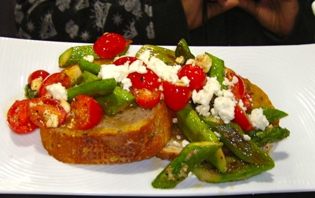 Warm Asparagus, Tomato & Feta Salad | yummy food | Pinterest