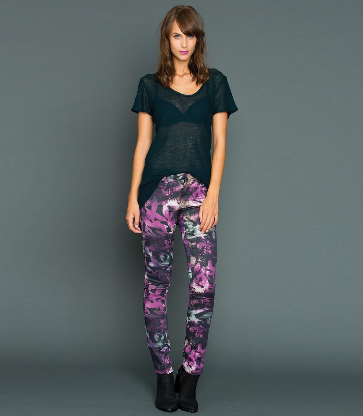 The ultimate stretch denim jean, made in a exclusively designed print just for The Stockroom! Great features include a flattering slim leg with a mid-rise waist, button & fly closure with twin front pockets to the front and twin patch pockets to the rear. Pair with a cozy sweater and ankle boots or dress them up with a top and stiletto heel.
