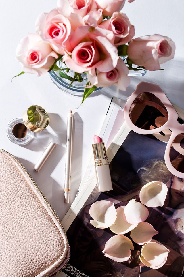 Still have last-minute holiday shopping to do? Don't worry, we've rounded up 12 luxurious gifts, ranging from shimmery powders to lustrous lipsticks and floral scents, any beauty lover would love to r