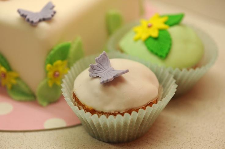 14 cupcakes