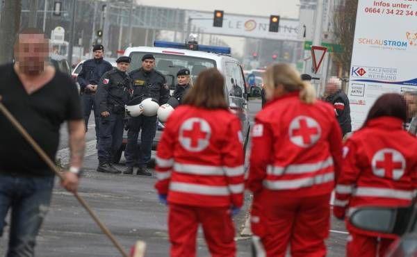 Ausschreitungen vor Fußballspiel sorgen für Großeinsatz der Polizei
