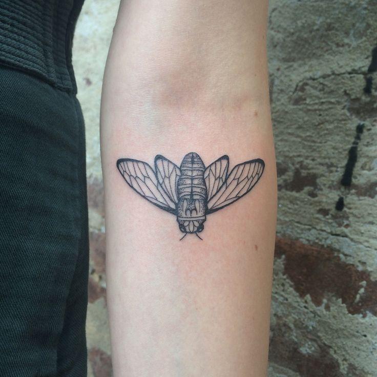 #karenglasstattoo #tattoo #tattoos #femininetattoos #cicada