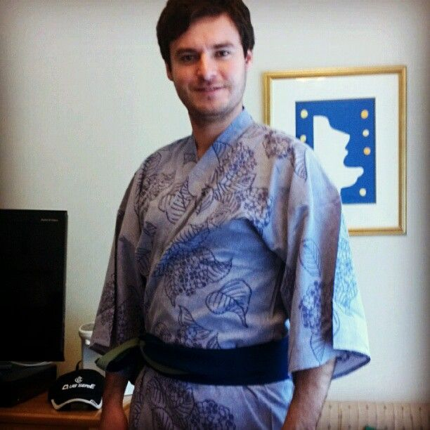 "23 mentions J'aime, 6 commentaires - David  Plascencia (@davplass) sur Instagram : ""Turning Japanese #MenKimono #Kimono #Japan #Outfit"""