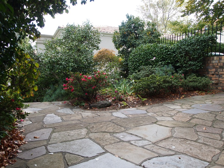 Random #crazy #stone: This example showing grout lines where there's a natural flow which follows the direction of the #path.
