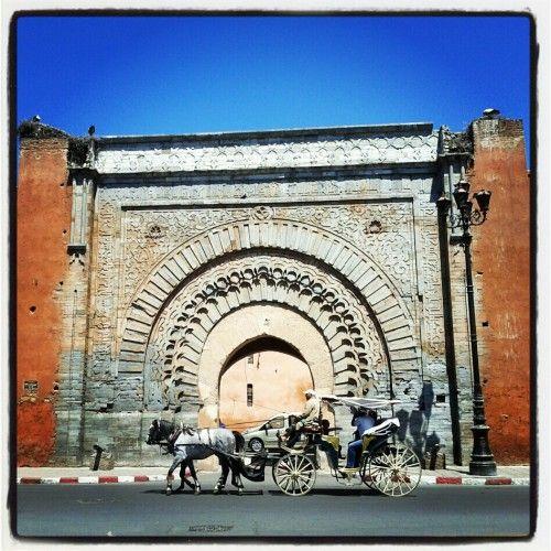 Historisches Stadttor der Medina in Marrakesch