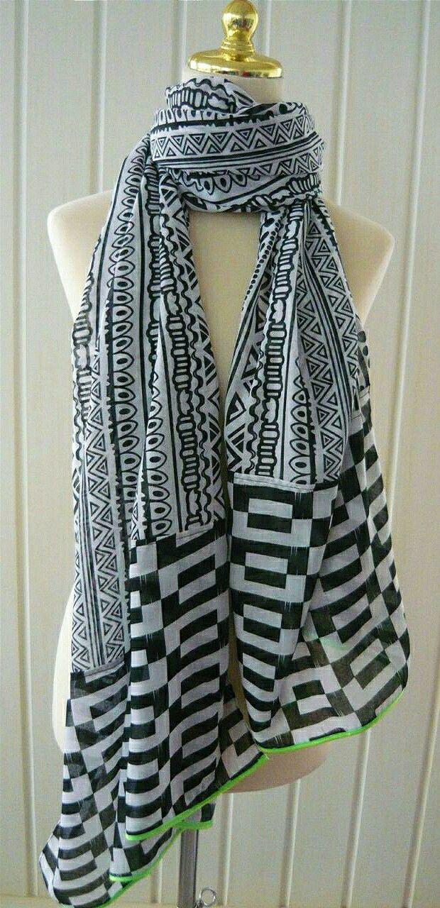 Monochrome shawl. Instagram @sandywestshawl