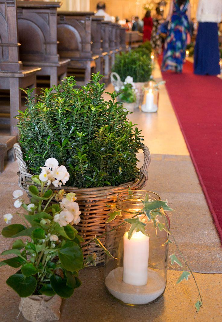 Detalles de la decoración de la #boda de Jaime y Lucía en la Iglesia de Nuestra Señora del Carmen en Marín. #bodas #weddingdecor #weddingflowers