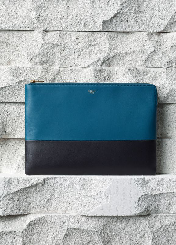 SOLO CLUTCH POUCH IN METALLIC BLUE SMOOTH LAMBSKIN  25 X 18 CM (10 X 7 IN) LAMBSKIN AND LAMBSKIN LINING 103583HTM.07MB   340 EUR