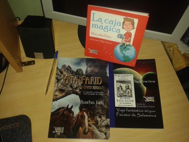 Foto grupal de los tres libros