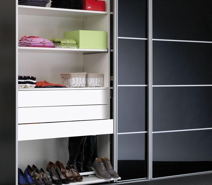 Slim-Line® skydedør til dit Mogensen garderobeskab. Den slanke dør-profil med kombinations-fyldninger