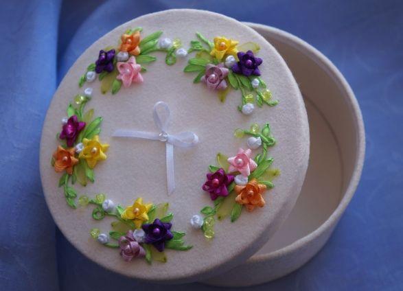 """Шкатулка """"Фантазийные цветы"""". Handmade. Embroidery ribbons. Box """"Fantasy flowers"""""""