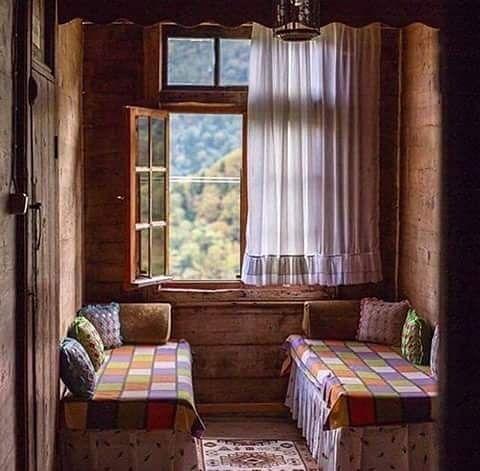 Bazı mekanlar bazılarımızın çocukluğuna dokunur.  #yuva #huzur #aile #sevgi #anadolu #eski #köyevi #dekorasyon #ev #ahşap #tahta #elemeği #perde #sedir #geleneksel #home #house #turkishhome #turkish #anatolian #decoration #inspiration #anatolianstyle #köy #orman #ormanevi #ahşapev