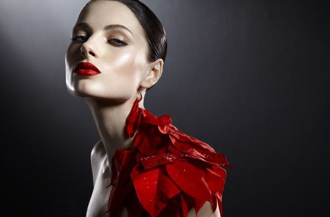 [BTS Video] Kevin Kozicki Uses Pointsettias For High End Beauty Photos | Fstoppers
