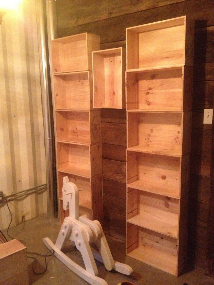biblioth que en devenir faites partir de caisses de vins recycl s de la saq pour la. Black Bedroom Furniture Sets. Home Design Ideas