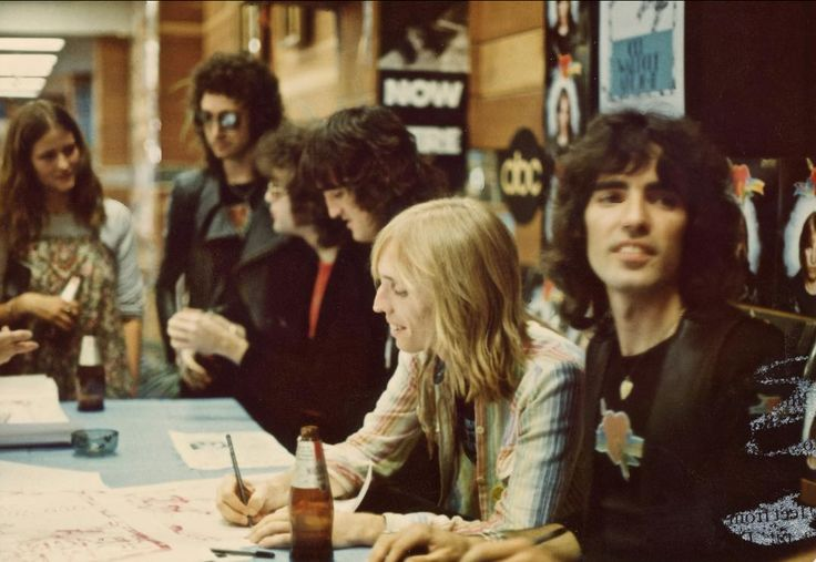 Tom Petty & The Heartbreakers signing autographs at Tower Records in Los Angeles 1976