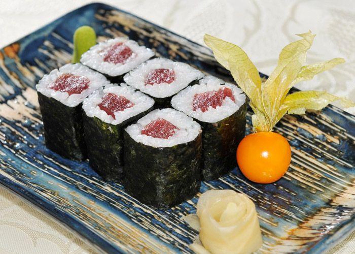 """Il sushi di tonno affumicato e funghi shitake è una ricetta della cucina orientale gustosa e leggera, se non trovate il riso per sushi potete utilizzare il riso roma o balilla. Il sushi va accompagnato dalla salsa di soia che maschera il sapore forte del pesce crudo e crea armonia... <a href=""""http://www.hosomaki.it/come-fare-il-sushi-di-tonno-affumicato-con-funghi-shitake/"""">Read More →</a>"""