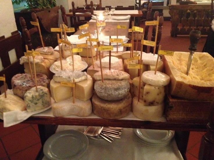 Boccon Divino #ristorante #milano sopraffina selezione di vini, ottimo servizio (sommelier garbato, competente e ironico!), cena sfiziosa ...e cabaret di formaggi da urlo! sui 70 € a testa, li vale!