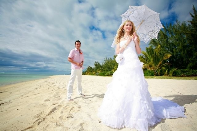 Mauritius Wedding, just amazing ! To help you enjoy such wedding service and in your search of honeymoon accommodation, trust Isla-Mauricia. Visit our offers online or write us on info@isla-mauricia.com. #Mauritius #Honeymoon I ❤ MAURITIUS! ツ http://www.isla-mauricia.com/other/mauritius-honeymoons-en/