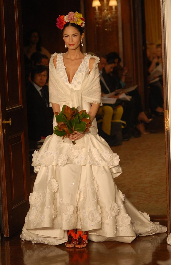 17 best images about moda mexicana on pinterest mexican for Mexican style wedding dress