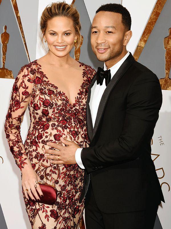 John Legend and Chrissy Teigen Welcome Daughter LunaSimone http://celebritybabies.people.com/2016/04/17/john-legend-chrissy-teigen-baby-daughter-luna-simone/